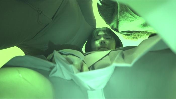 【電車痴漢】顔出し制服JK★まさかのJ○!?★衝撃的な美少女★純白綿パンツが無毛の割れ目に食い込む★便乗痴漢も登場画像つき詳細レビュー