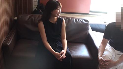 """ワインソムリエ 綾子さん(28歳)♥スレンダー美脚♥女優""""野村〇美""""似で美声❤︎潮吹き"""